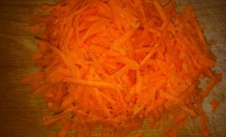 подготовленная для блюда морковь
