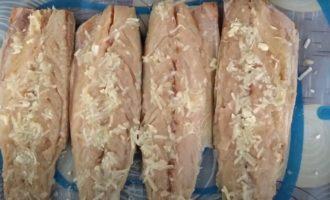 чеснок на рыбном мясе