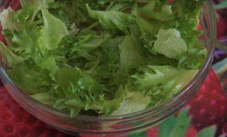 рваные листья салата