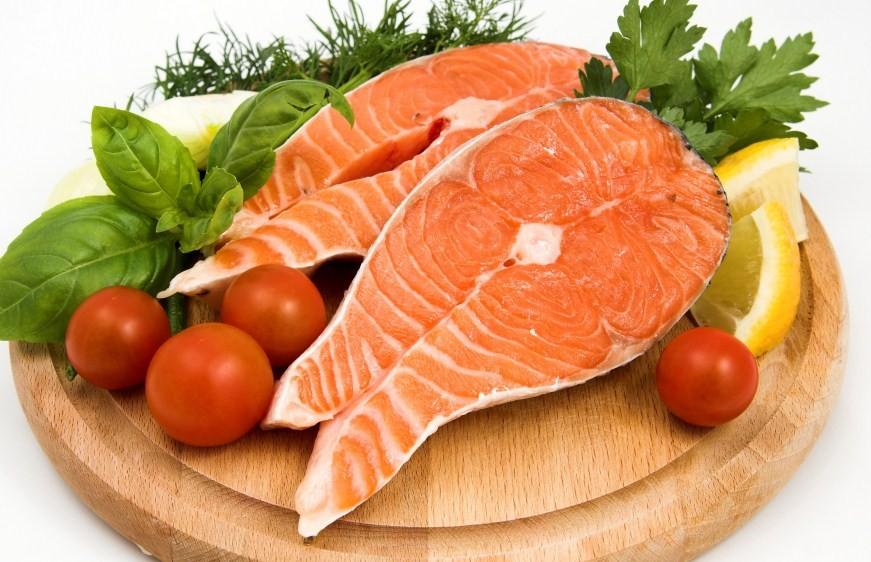 стейк красной рыбы