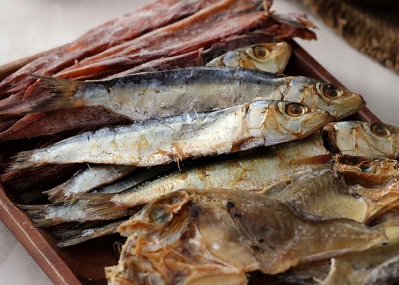 Почему сушеная и вяленая рыба может быть опасна для человека